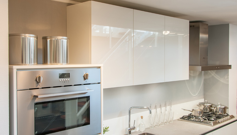 Laser briljant wit hoogglans rob schippers keukens for Rob schippers keukens geleen