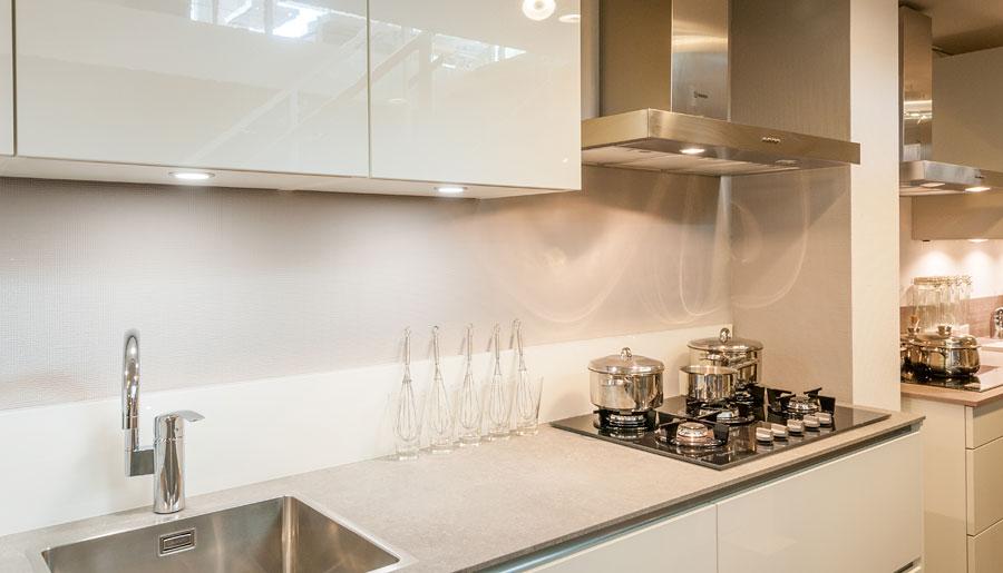 Laser briljant wit hoogglans rob schippers keukens - Credence wit briljant ...