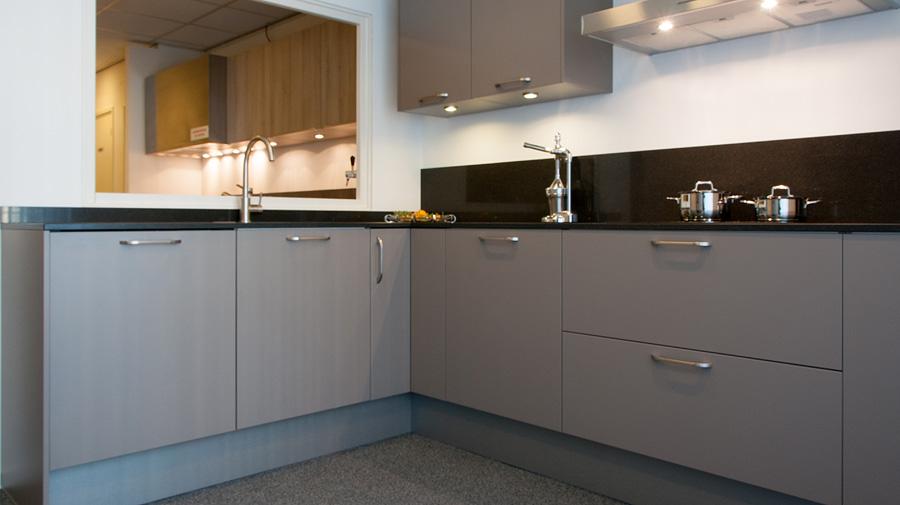 H cker uno basalt grijs rob schippers keukens for Rob schippers keukens geleen